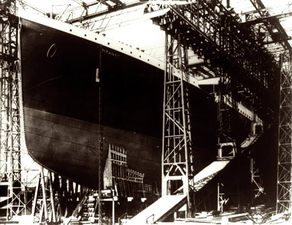 Building the Titanic at the Harland & Wolff shipyard in Belfast.