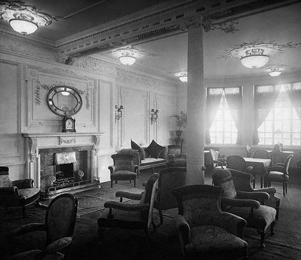 A promotional image of the Reading Room on the First Class A Deck of The Titanic.