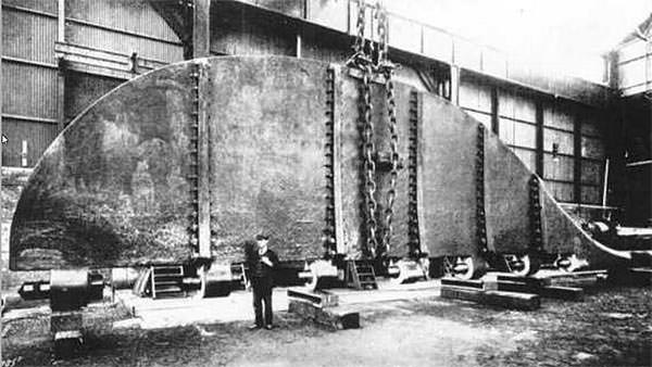 The rudder of the sister ship Olympic, comparable to that used on Titanic, under construction at the Darlington Forge Company Limited.